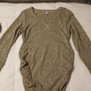 Maternity shirt size large very soft